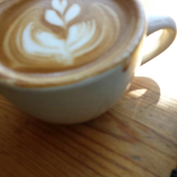 Foto tomada en Ipsento Coffee House por Tiffany L. el 6/18/2013