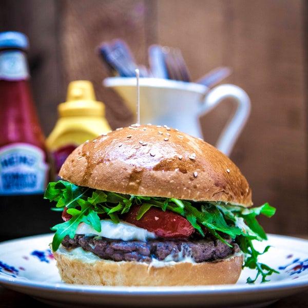 Foto tirada no(a) Mamie Burger Grands Boulevards por Mamie Burger Grands Boulevards em 9/24/2015