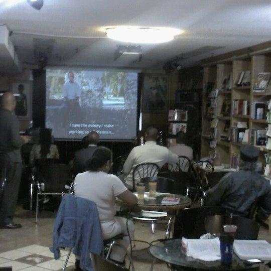 Foto scattata a Sankofa Books & Video da Jelani George Costanza T. il 10/28/2012