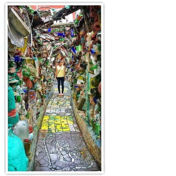 Foto scattata a Philadelphia's Magic Gardens da Sheena R. il 9/3/2013