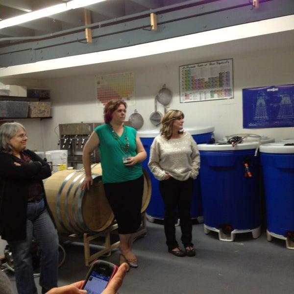 Foto tomada en Eastside Distilling por Kathie N. el 9/27/2013