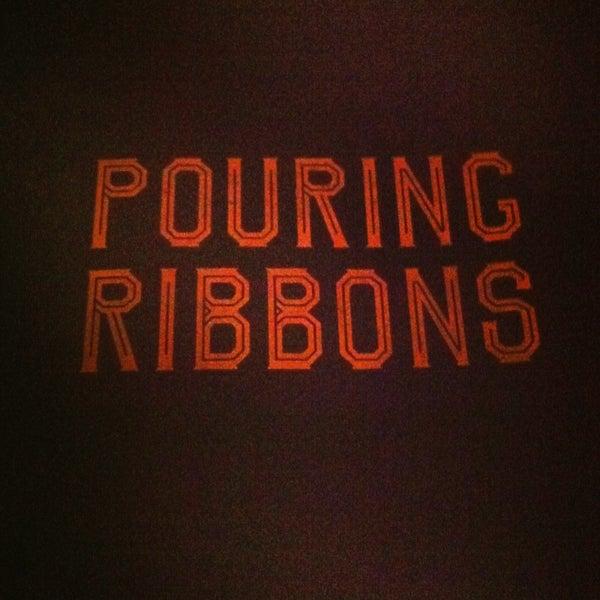 Foto tirada no(a) Pouring Ribbons por Josephine S. em 2/1/2013