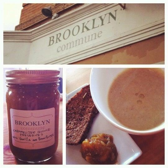 Foto tirada no(a) Brooklyn Commune por Josephine S. em 12/1/2012