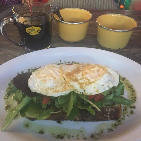Снимок сделан в Casasola Café & Brunch пользователем Arianne N. 5/27/2017