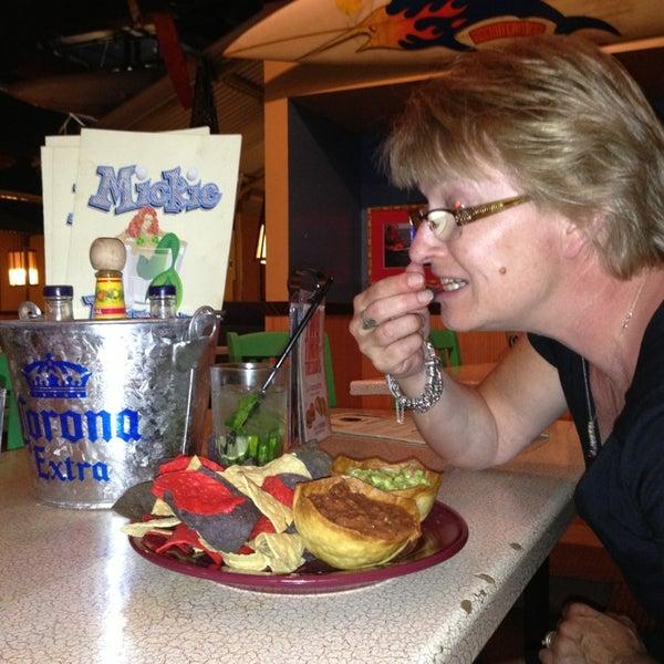 Foto diambil di Mickie Finnz Fish House & Bar oleh Hennie pada 6/11/2013