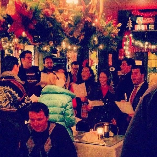 Foto tomada en Martin's Tavern por Sandy R. el 12/20/2012