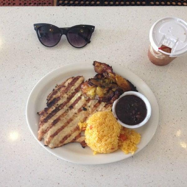 รูปภาพถ่ายที่ Cafecito โดย Emma L. เมื่อ 7/11/2013