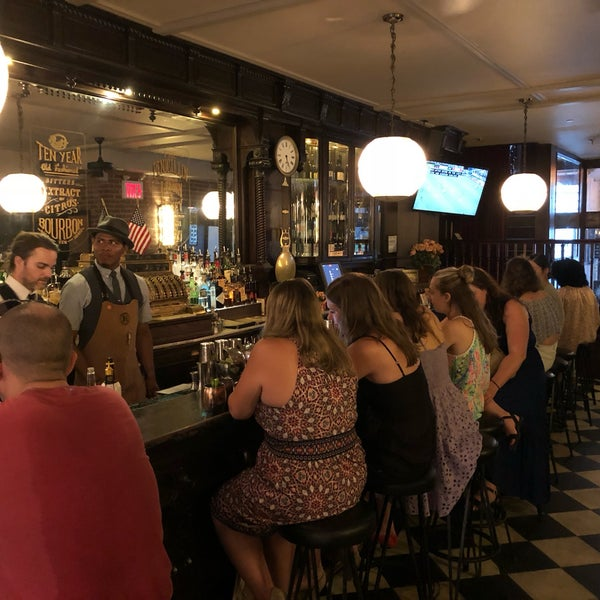 Foto tirada no(a) The Bar Room por Jay S. em 6/30/2018