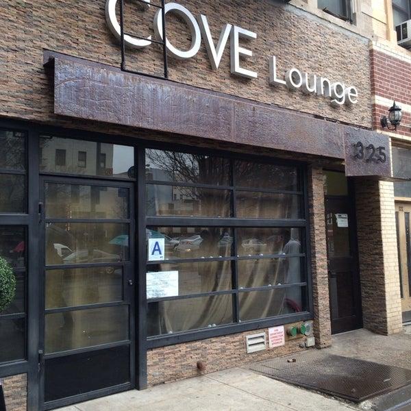 3/12/2014にKeston D.がCove Loungeで撮った写真