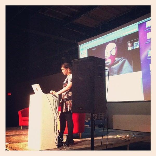 Das Foto wurde bei Eyebeam Art + Technology Center von Chris G. am 9/19/2012 aufgenommen