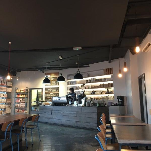 Foto tomada en Established Coffee por Aaron N. el 1/2/2017