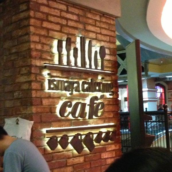Das Foto wurde bei The People's Cafe von Janto W. am 5/18/2013 aufgenommen