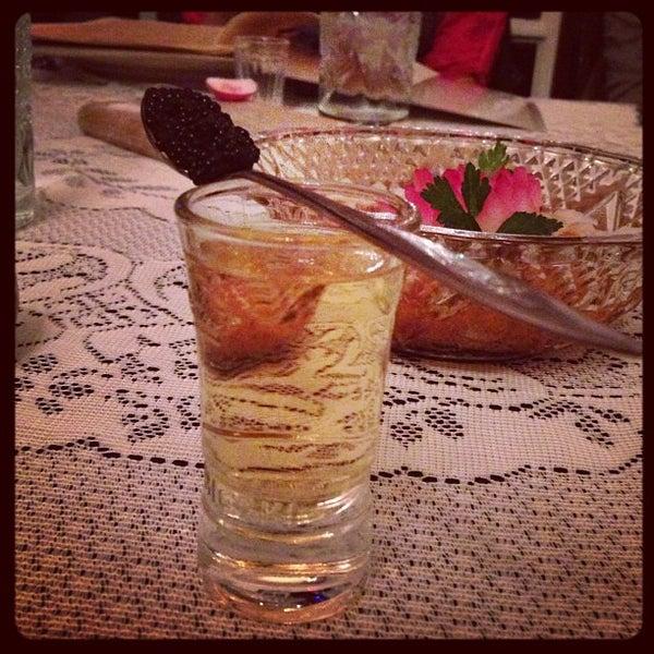 12/6/2012 tarihinde Brooke M.ziyaretçi tarafından Russian House'de çekilen fotoğraf
