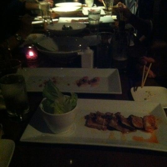 Photo prise au HaChi Restaurant & Lounge par Richard B. le12/9/2012