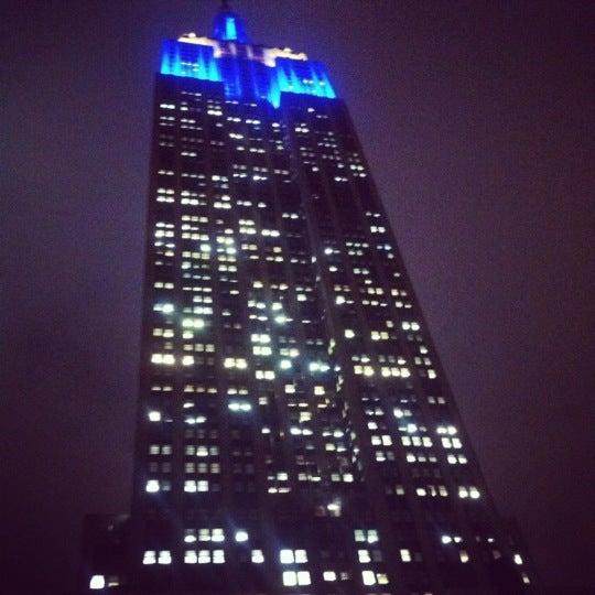 Foto diambil di VU Bar NYC oleh Richard B. pada 12/11/2012
