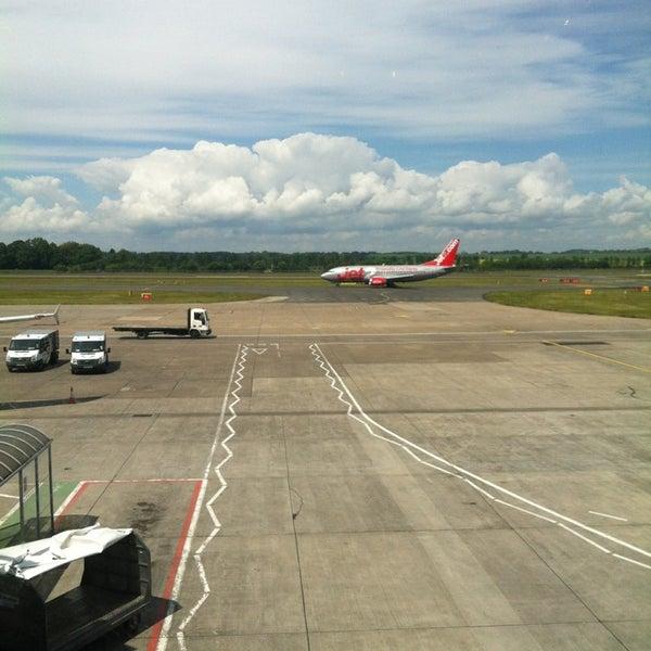 Das Foto wurde bei Edinburgh Airport (EDI) von Kuba S. am 6/17/2013 aufgenommen