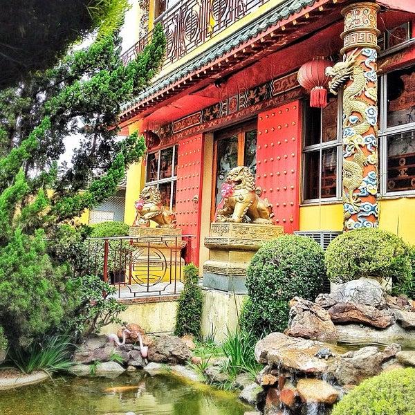 Снимок сделан в Golden Plaza Chinese Restaurant пользователем Daguito R. 10/19/2012