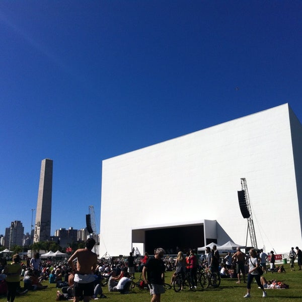7/7/2013에 Cláudia F.님이 Auditório Ibirapuera Oscar Niemeyer에서 찍은 사진