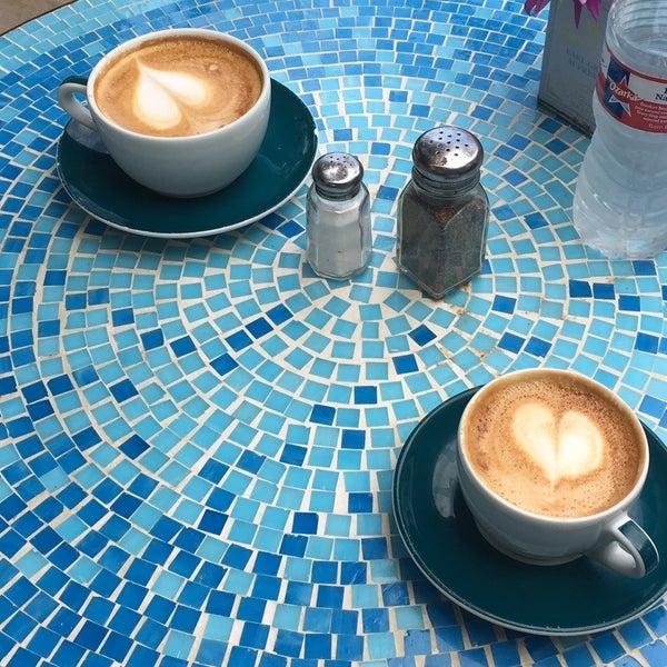 7/29/2017にЛилия К.がFrogg Coffee Bar and Creperieで撮った写真
