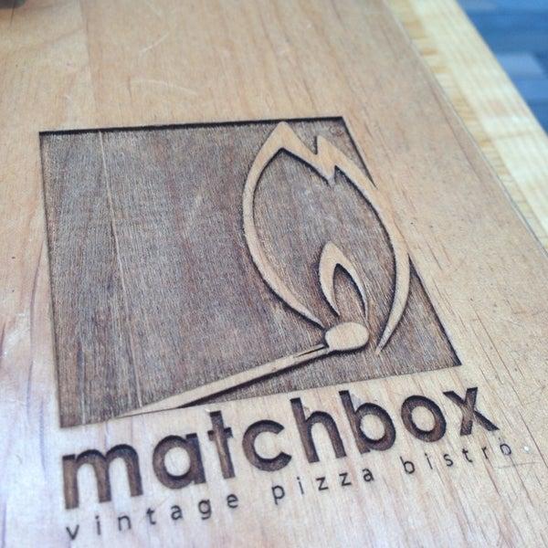 Das Foto wurde bei Matchbox Vintage Pizza Bistro von Sarah B. am 7/4/2013 aufgenommen