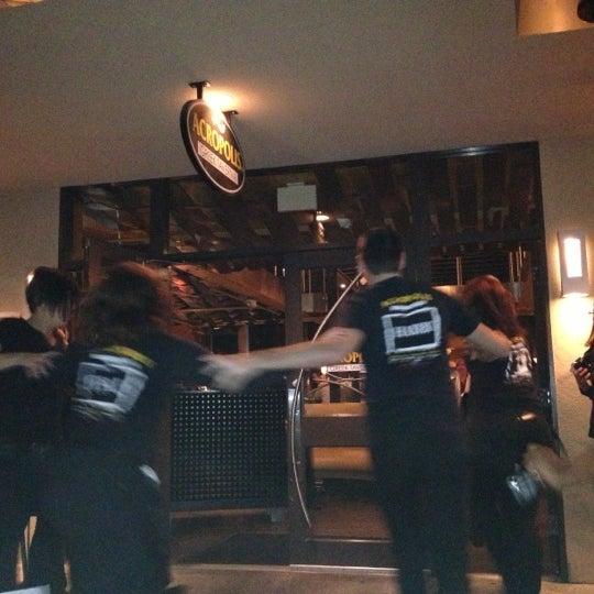 Foto tirada no(a) Acropolis Greek Taverna por Lahn B. em 11/10/2012