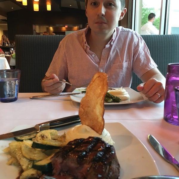 6/15/2018에 Cari S.님이 Newport Grill에서 찍은 사진