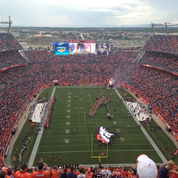 Foto diambil di Broncos Stadium at Mile High oleh Tricia T. pada 8/25/2013