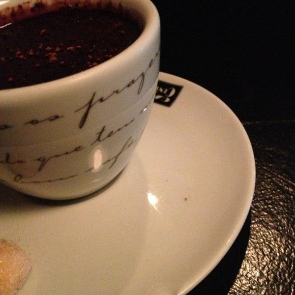 6/23/2013 tarihinde Cíntia C.ziyaretçi tarafından Factory Coffee Bar'de çekilen fotoğraf