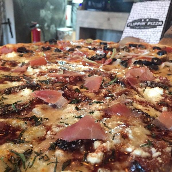 """Las alitas son espectaculares, nada que ver con las que venden cualquier """"Wings ###""""... Pizza Bronx simplemente deliciosa."""