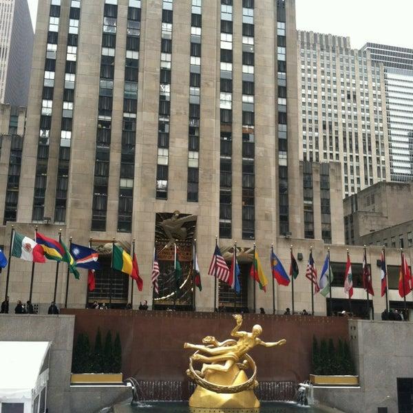Das Foto wurde bei The Rink at Rockefeller Center von Erica B. am 1/26/2013 aufgenommen