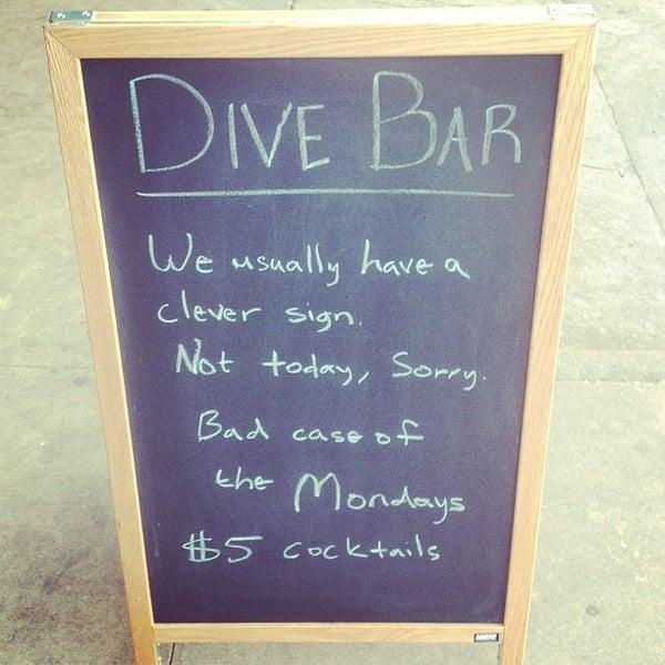 Das Foto wurde bei Dive Bar & Lounge von Jonny E. am 3/12/2013 aufgenommen