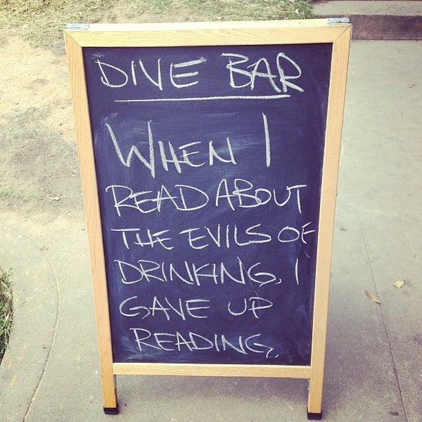 Das Foto wurde bei Dive Bar & Lounge von Jonny E. am 3/30/2013 aufgenommen