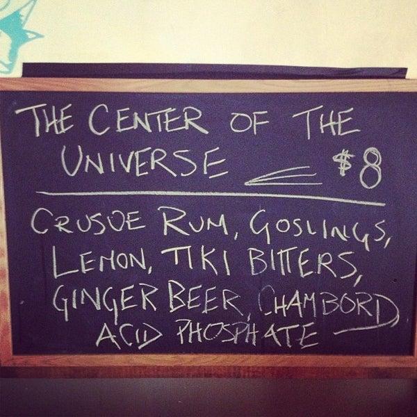 Das Foto wurde bei Dive Bar & Lounge von Jonny E. am 1/12/2013 aufgenommen