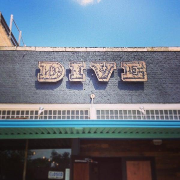 Das Foto wurde bei Dive Bar & Lounge von Jonny E. am 4/30/2013 aufgenommen