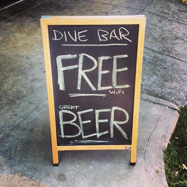 Das Foto wurde bei Dive Bar & Lounge von Jonny E. am 3/16/2013 aufgenommen
