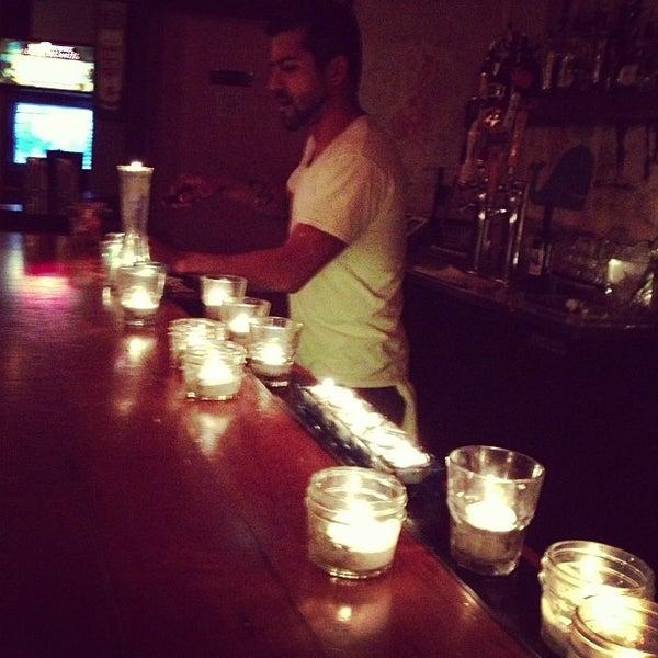 Das Foto wurde bei Dive Bar & Lounge von Jonny E. am 3/21/2013 aufgenommen