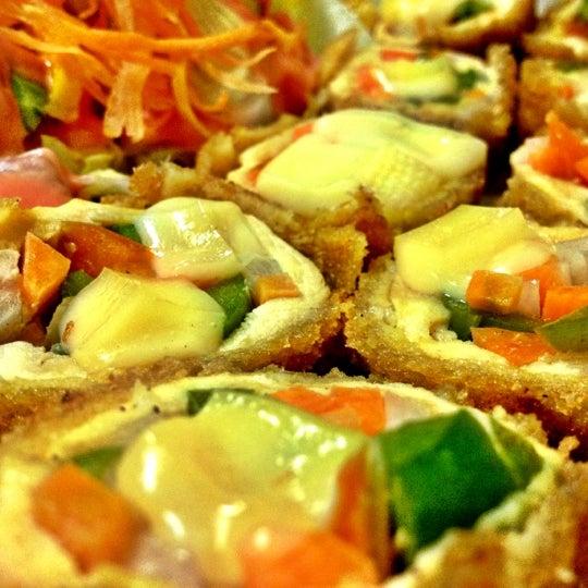 Foto diambil di Sushi Washoku oleh Aram pada 9/29/2012