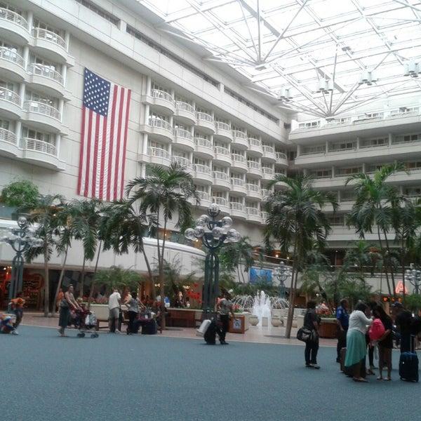 Foto tirada no(a) Aeroporto Internacional de Orlando (MCO) por Crystal W. em 7/24/2013