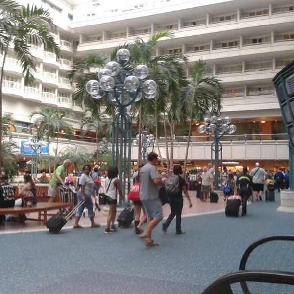 Foto tirada no(a) Aeroporto Internacional de Orlando (MCO) por Crystal W. em 7/27/2013