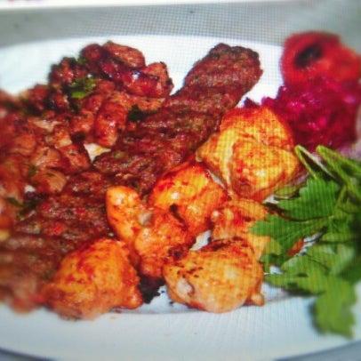 Das Foto wurde bei Taci's Beyti Restaurant von Edd_Love am 9/26/2012 aufgenommen