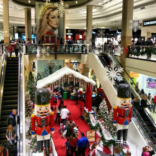 12/23/2012 tarihinde Kamarul A.ziyaretçi tarafından Tysons Corner Center'de çekilen fotoğraf