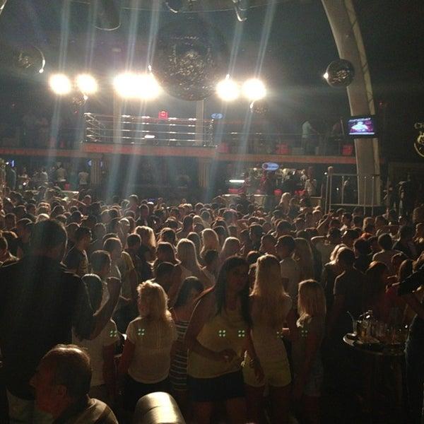 รูปภาพถ่ายที่ Club Inferno โดย Mehmet G. เมื่อ 6/22/2013