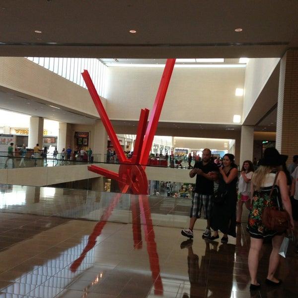 6/16/2013 tarihinde Saunil D.ziyaretçi tarafından NorthPark Center'de çekilen fotoğraf