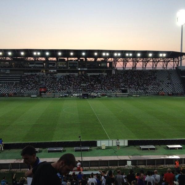 รูปภาพถ่ายที่ Toumba Stadium โดย Diamantis D. เมื่อ 7/23/2013