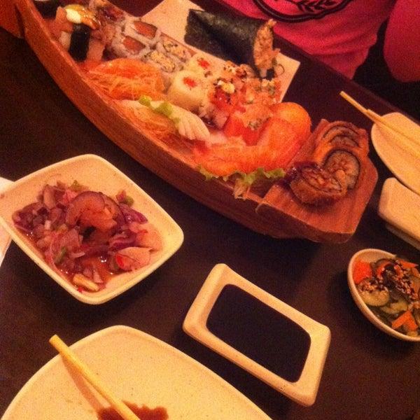 Foto tirada no(a) Kodai Sushi por Danielle O. em 6/24/2013