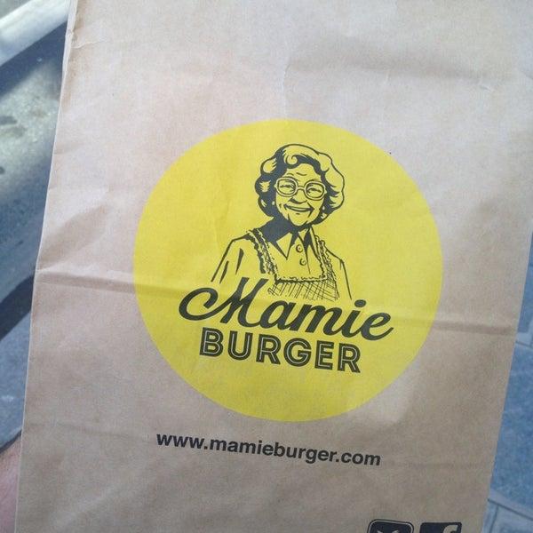 Foto tirada no(a) Mamie Burger Grands Boulevards por Jonathan M. em 9/2/2013