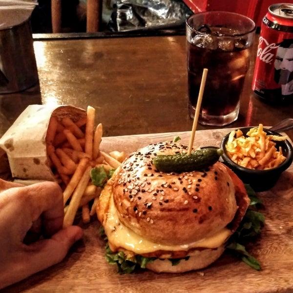 Foto diambil di Tennessee Ribs & Burgers oleh Arturo T. pada 6/24/2018