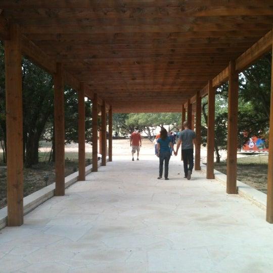 Foto diambil di Driftwood Estate Winery oleh Carolyn M. pada 12/1/2012