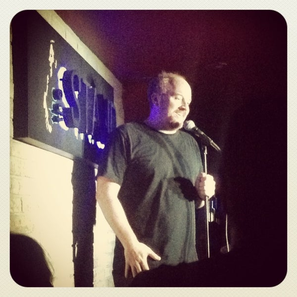 Foto tomada en The Stand Restaurant & Comedy Club por 💖✨Brigitte V. el 8/16/2013