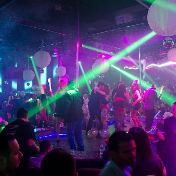 รูปภาพถ่ายที่ Scarlett's Cabaret-Miami Strip Club โดย Scarlett's Cabaret-Miami Strip Club เมื่อ 8/7/2013